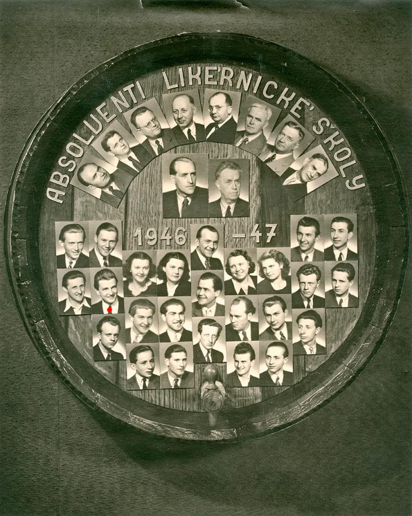 Tablo absolventů likérnické školy 1946-1947 i s Bohumilem Metelkou