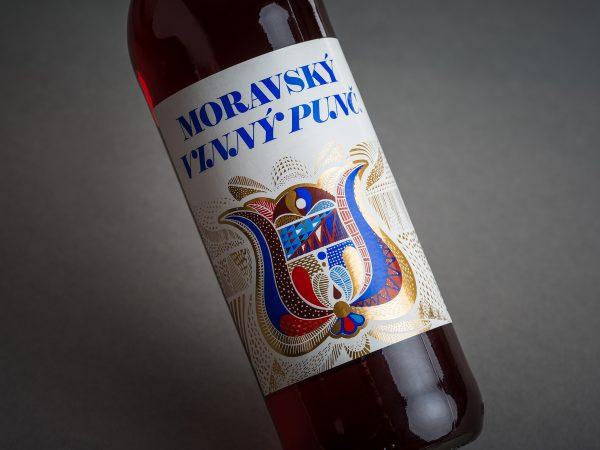 Vinný punč červený od likérky Metelka – polodetail