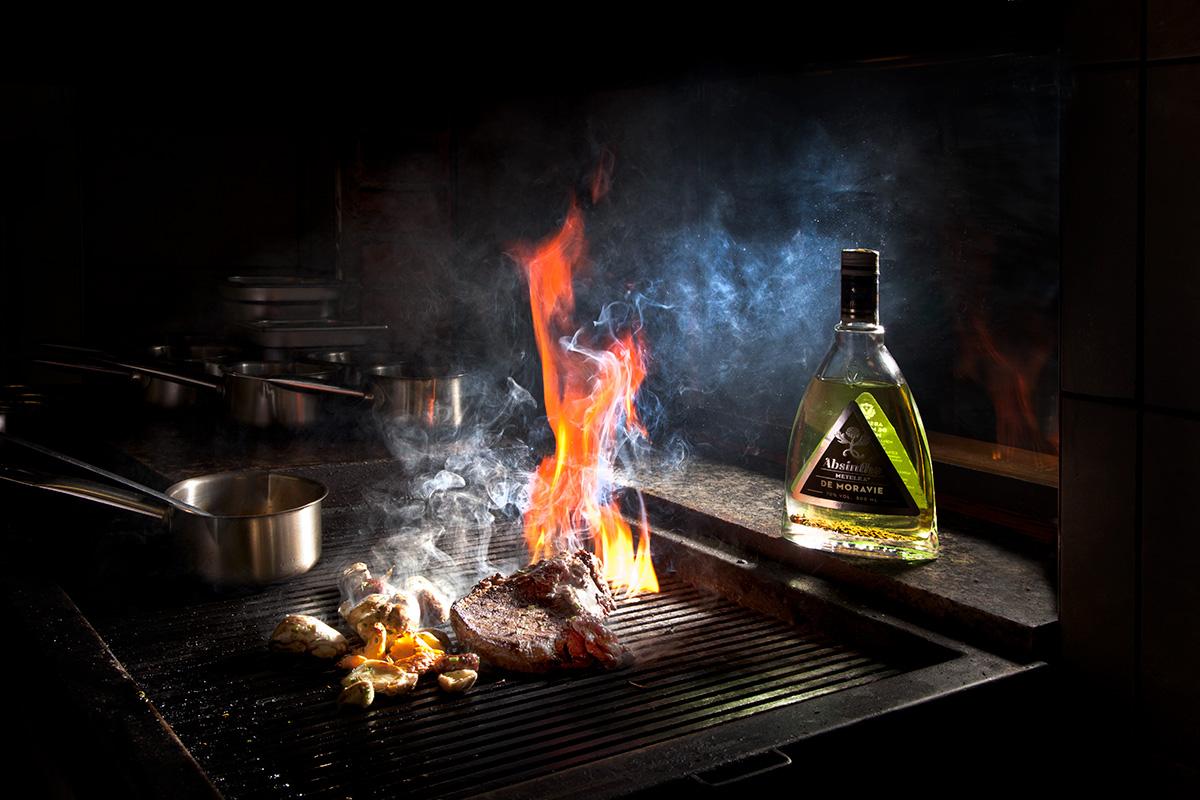 Maso na grilu a absint