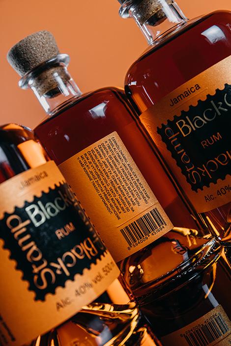 blendovaný jamajský rum Black Stamp Rum